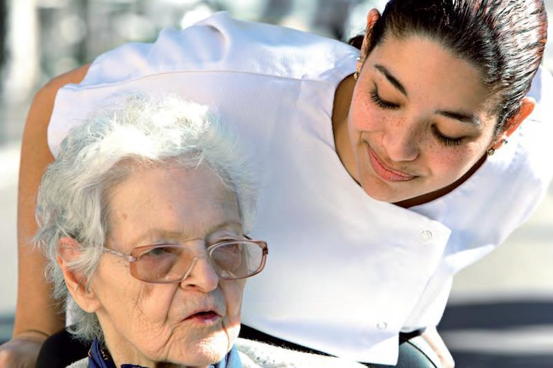 Vivere e lavorare in Germania: formazione professionale per assistenza alle persone anziane