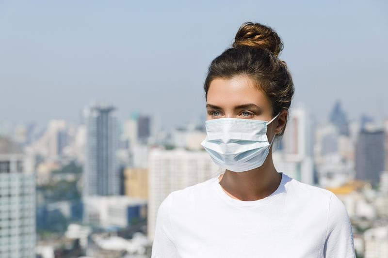 Nuova ordinanza, mascherina obbligatoria all'aperto se manca distanziamento
