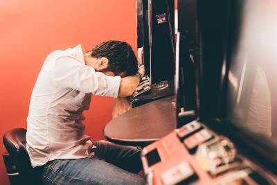 Se il gioco d'azzardo diventa dipendenza: dove chiedere aiuto?