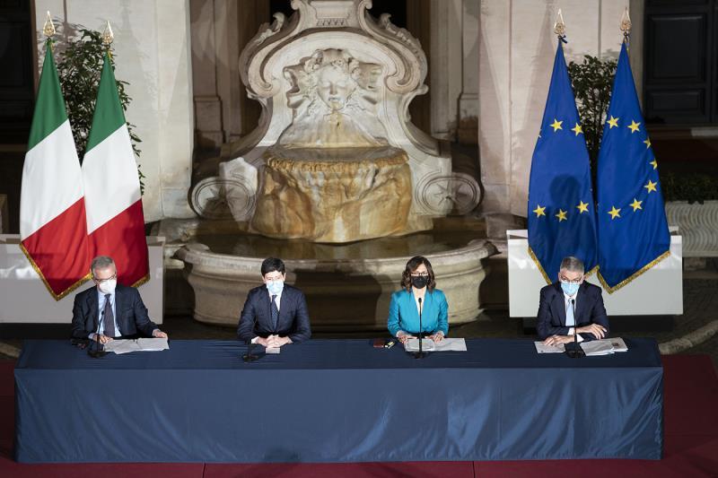 Conferenza stampa di presentazione: Mariastella Gelmini, Roberto Speranza, Silvio Brusaferro e Franco Locatelli.