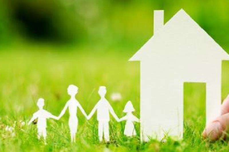 Sagome di cartone: casa, genitori e figli