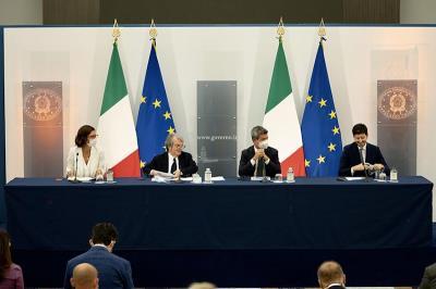 I ministri durante la conferenza stampa (dal sito governo.it)